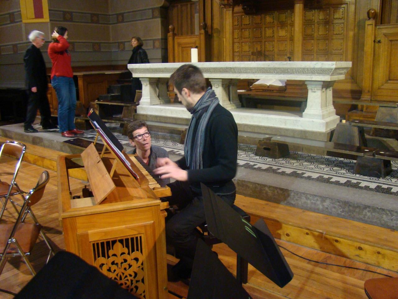 Gd Tple-Gwenael-accorde-l orgue-positif